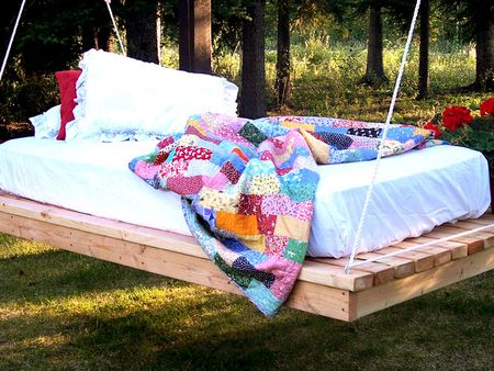 Original-Ana-White_hanging-daybed-beauty_s4x3_lg