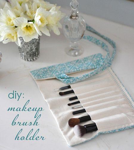 Fabric-makeup-brush-holder-cg
